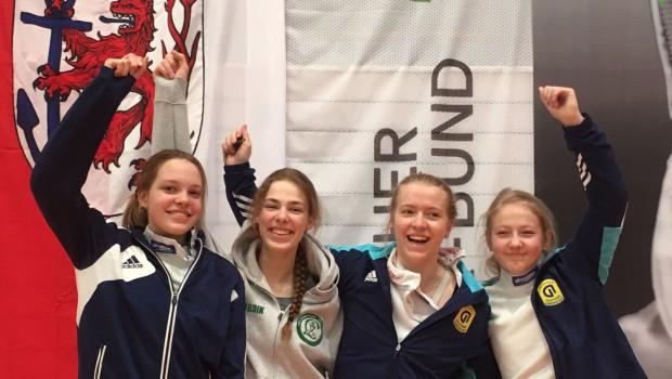 Bei den diesjährigen in Düsseldorf stattfindenden Landesmeisterschaften der A-Jugend Mannschaft schaffte nur Carolina van Eldik vom SV Lohausen den Sprung aufs Podest. Mit der Startgemeinschaft Essen/LSV wurde Sie Landesmeisterin und […]