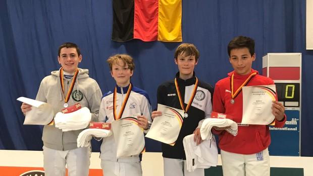 Nach einem durchwachsenen Wettkampftag im Einzel, der mit Platz 10 endete, erkämpfte Nick mit dem Team Nordrhein die Silbermedaille mit der Mannschaft. In einem packenden Finale unterlag die Mannschaft […]